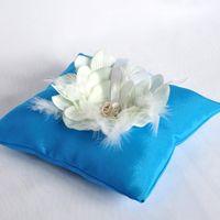 Голубая подушечка для колец с цветком