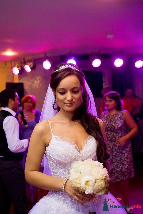 Невеста. Бросание букета