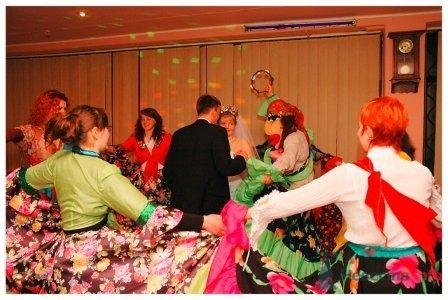 Цыгане приходят поздравить молодых  - фото 4677 Тамада, ведущий праздников Роман Скочигоров