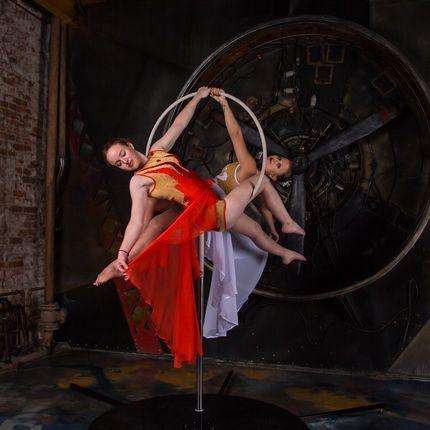 Выступление воздушного танца на кольце
