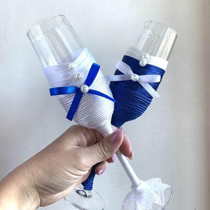 Бокалы в синем цвете