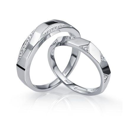 Обручальное кольцо  с бриллиантом WRA878W