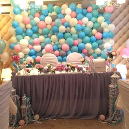 Оформление зала шарами, тканью, цветами