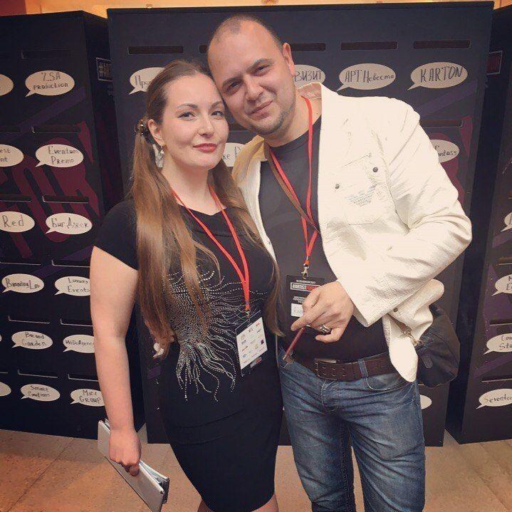с организатором м лакшери девушкой Варварой Гагиной на Артистфорум - фото 17364456 Ведущий Саша Апельсин
