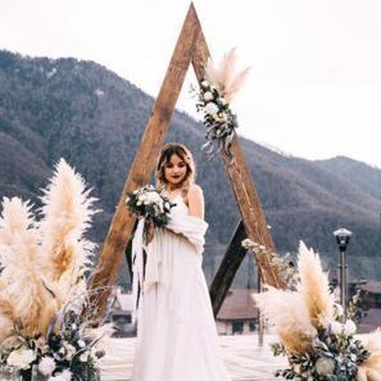 Арка для выездной церемонии с оформлением