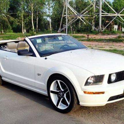 218 Кабриолет Ford Mustang белый в аренду