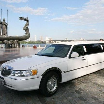 041 Лимузин Lincoln Town Car 120 Classic в аренду