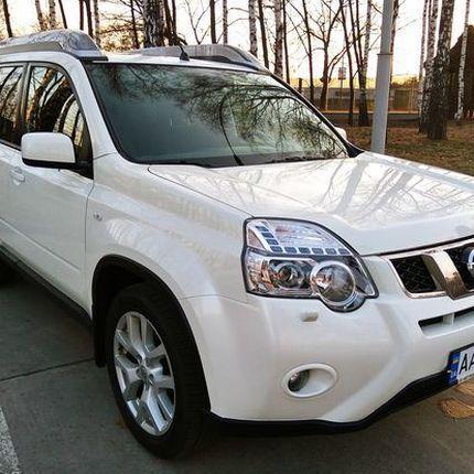 239 Внедорожник Nissan X-Trail белый в аренду