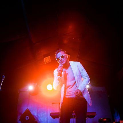 Выступление певца