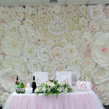 Оформление цветочной стены