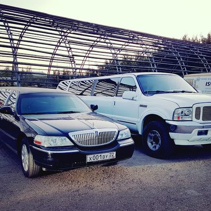 Lincoln Town Car Black в аренду, 1 час