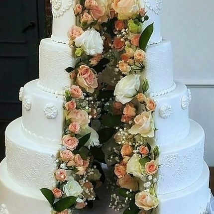 Раскрывающийся цветочный тортик