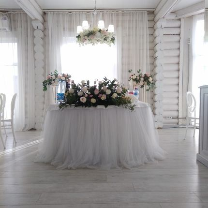 Композиция на стол из живых цветов