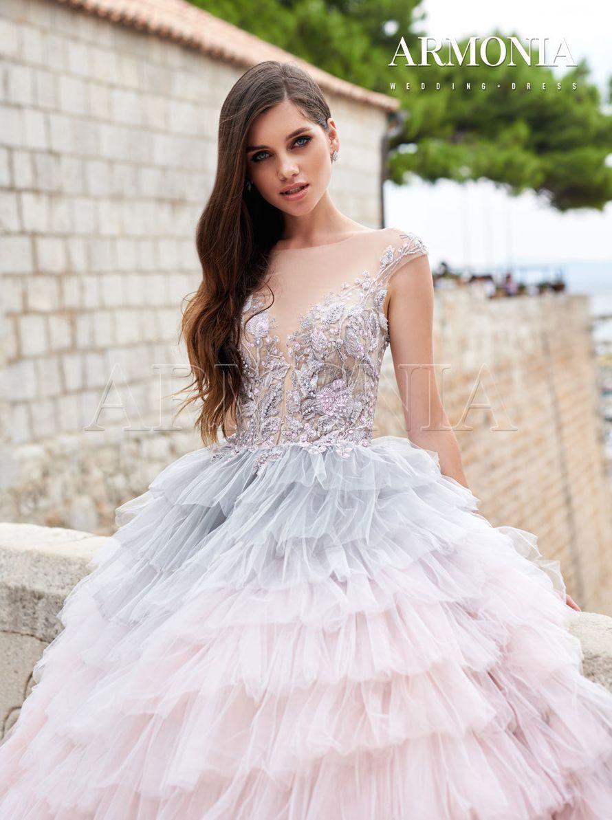 Платье Pavo - кружевное с декольте и открытой спиной