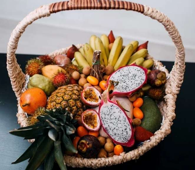 Экзотические фрукты в подарочной корзине на свадьбу - фото 19147182 Фрукты в подарок - подарочные корзины и букеты
