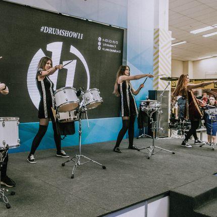 Выступление 4 барабанщиц