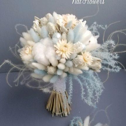 Букеты на заказ из стабилизированных цветов и бутоньерка для жениха