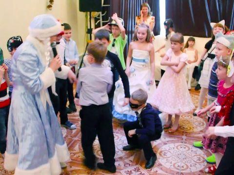 Банкетный зал Шекспир. Новогодний детский утренник. Танцуем вместе со Снегурочкой и Дедом Морозом
