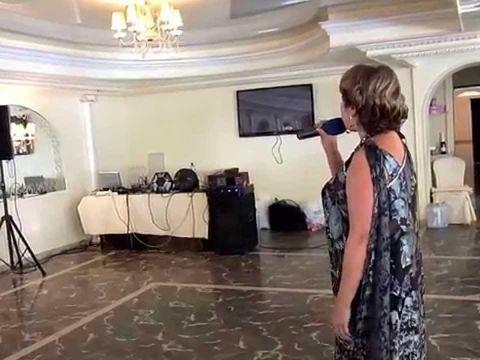 """Татьяна Кулакова с песней """"Бессовестно красивая""""...фрагмент."""