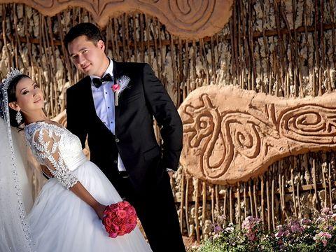 """Популярная группа """"Время и Стекло"""" на свадьбе в Бишкеке"""